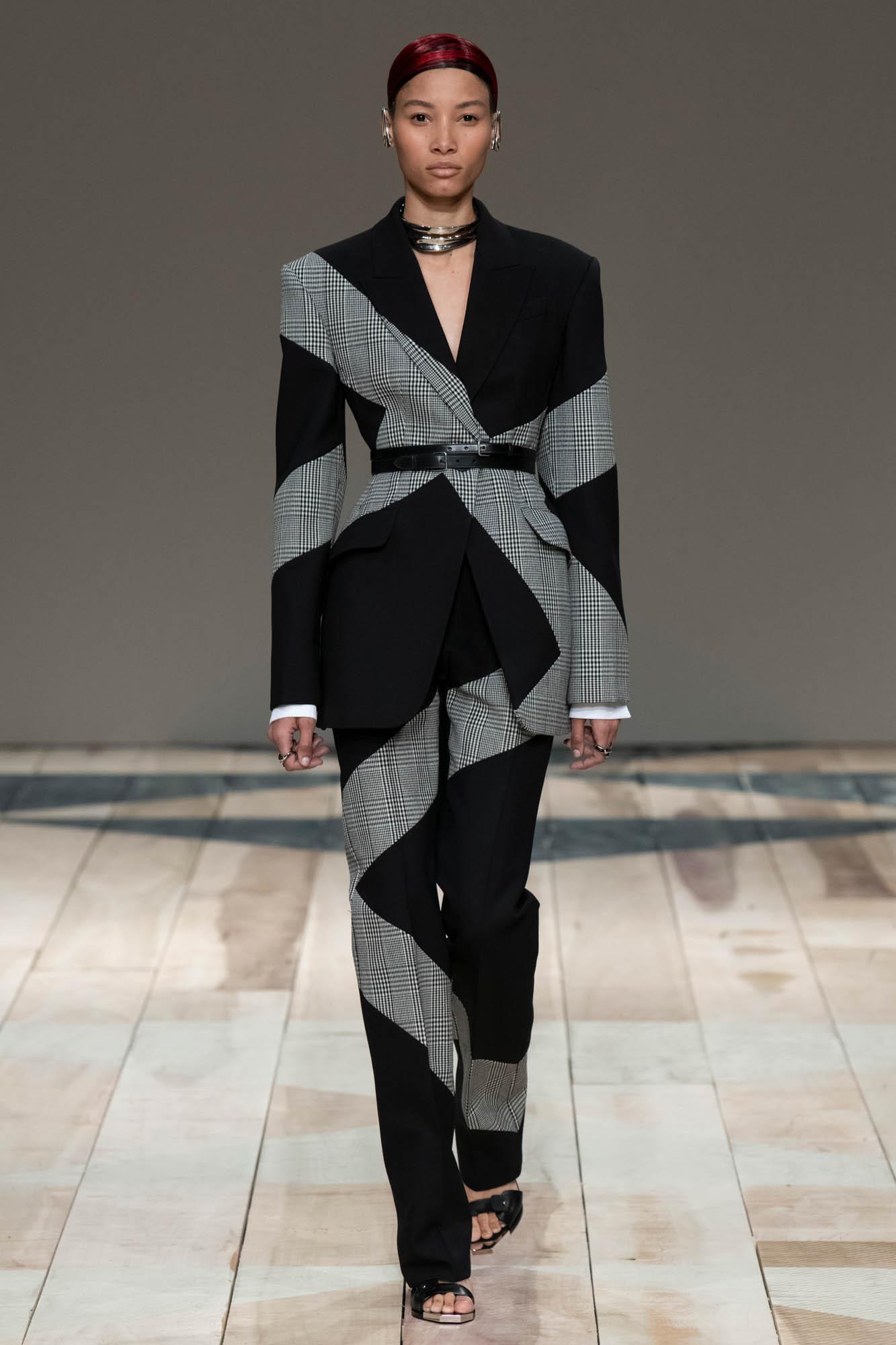 Alexander McQueen Fall Winter 2020 Womens Collection Paris Fashion Week
