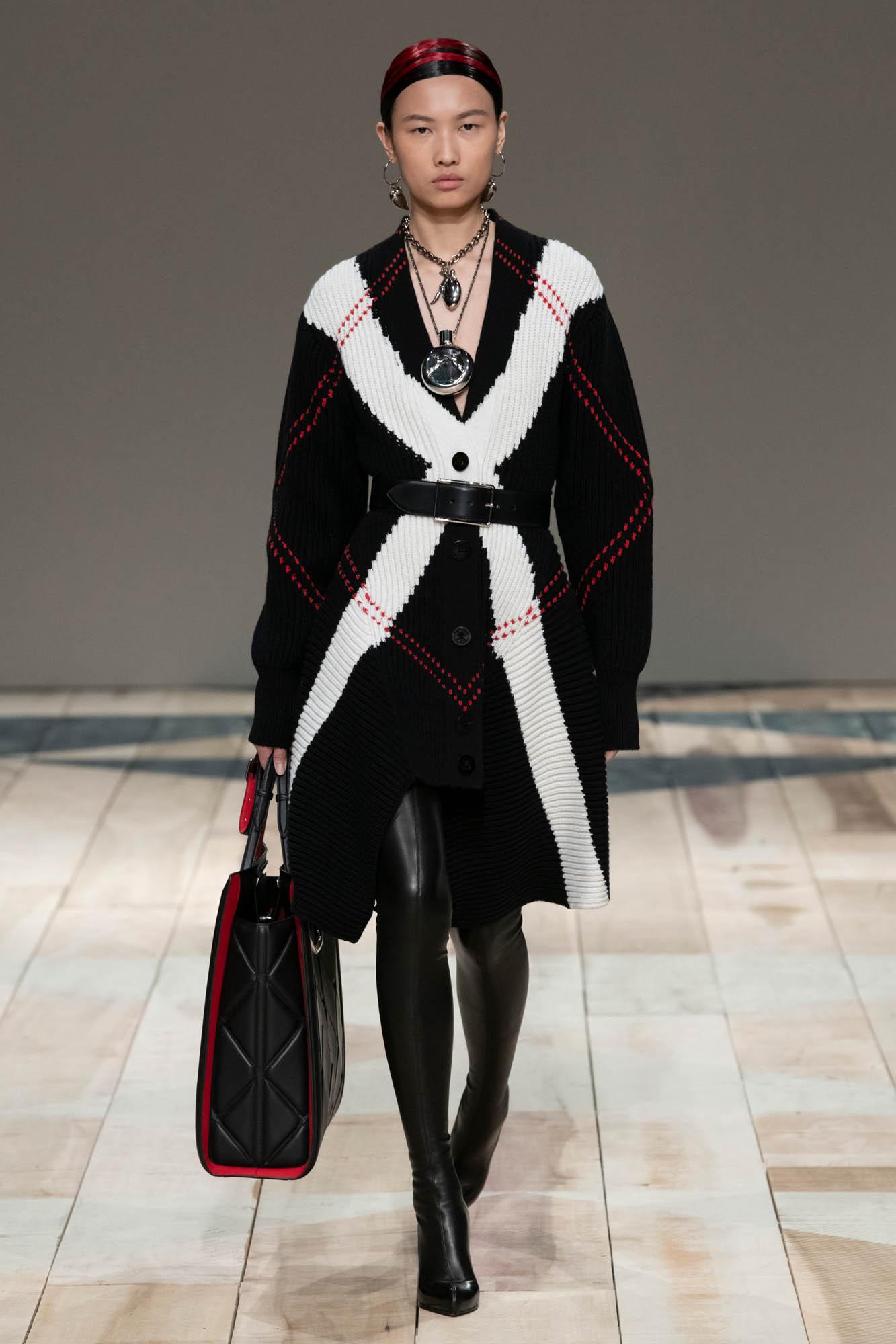 Alexander McQueen Paris Fashion Week Womenswear Trends