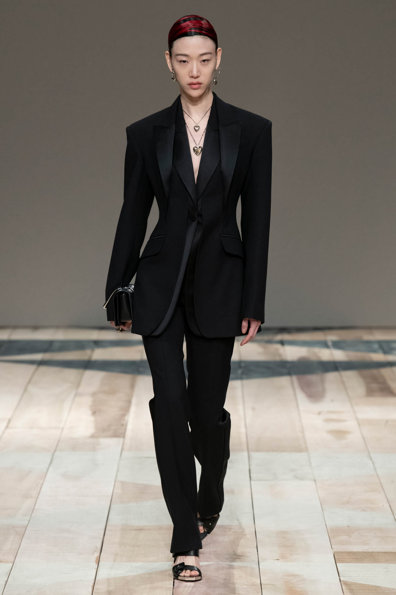 Catwalk Alexander McQueen Woman Fashion Show Winter 2020