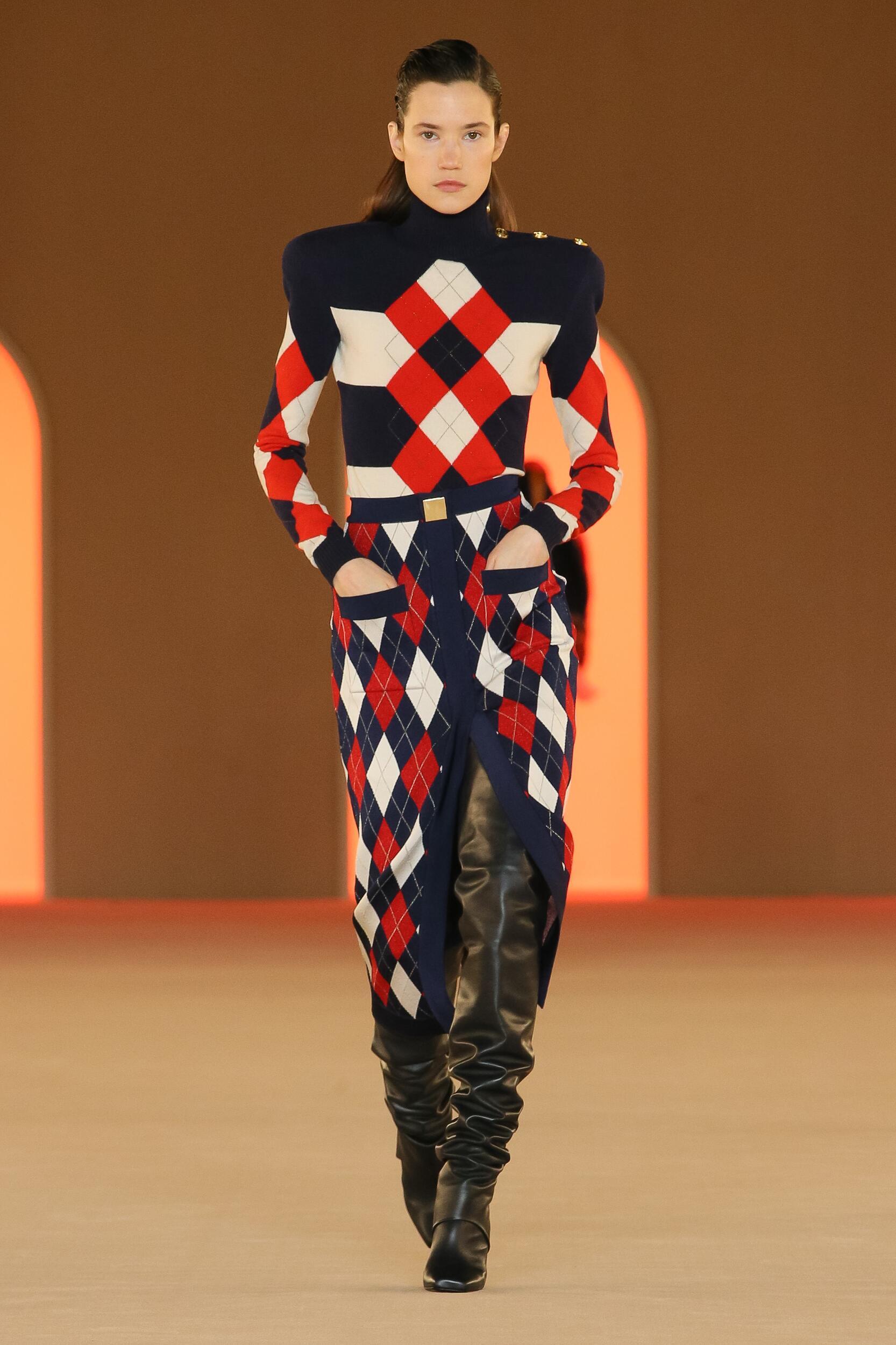 Catwalk Balmain Women Fashion Show Winter 2020