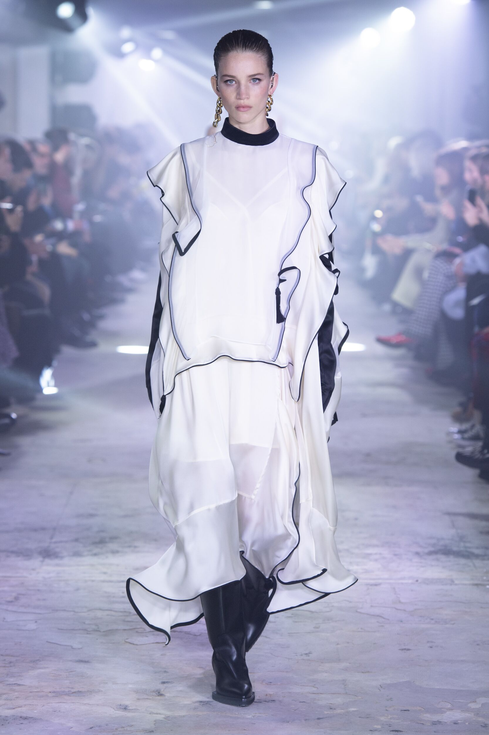 Catwalk Sacai Woman Fashion Show Winter 2020