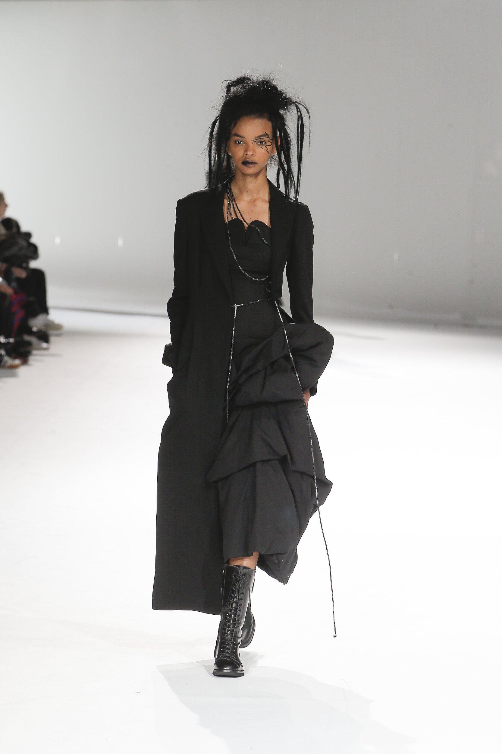 Catwalk Yohji Yamamoto Women Fashion Show Winter 2020