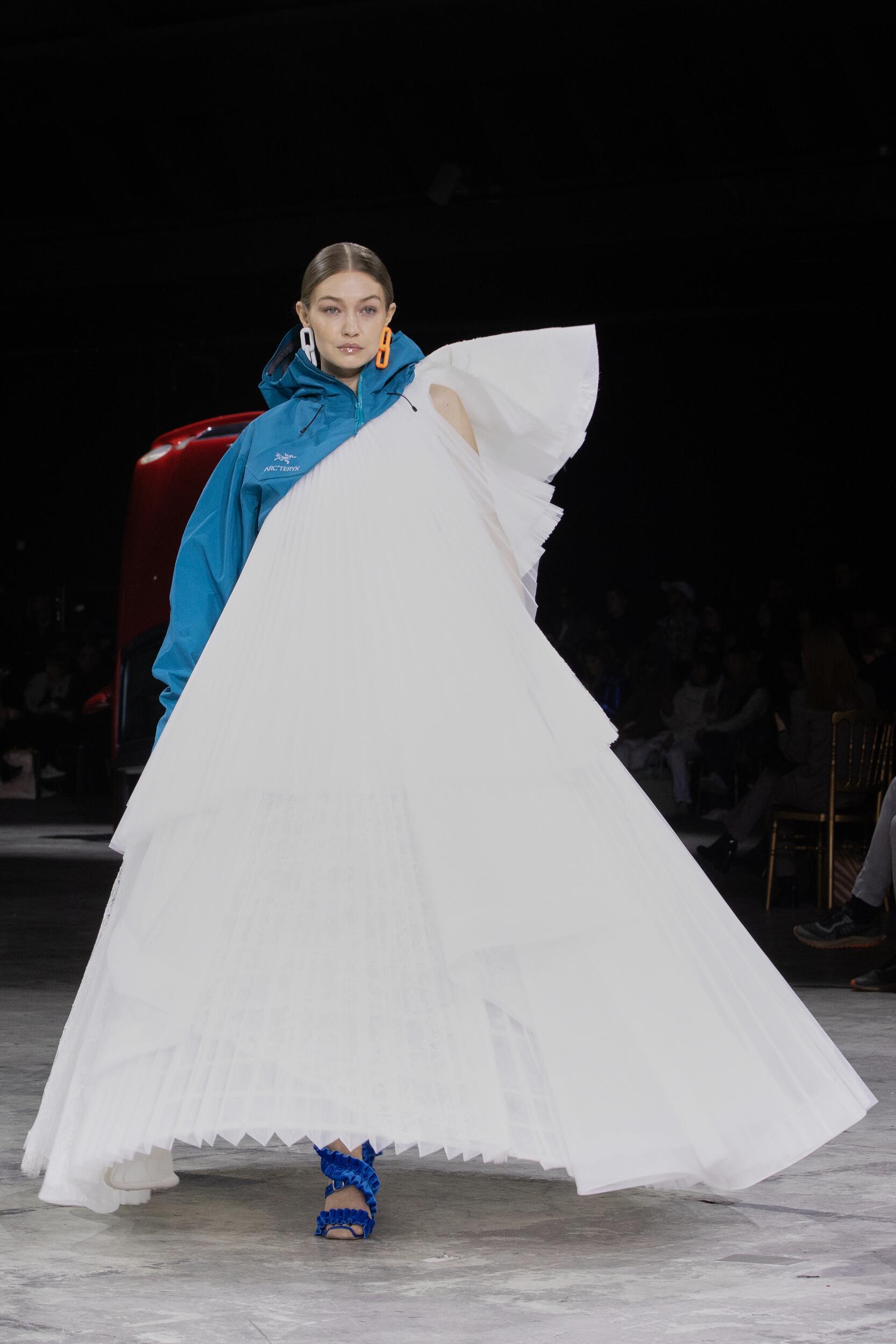FW 2020-21 Off White c/o Virgil Abloh Fashion Show Paris