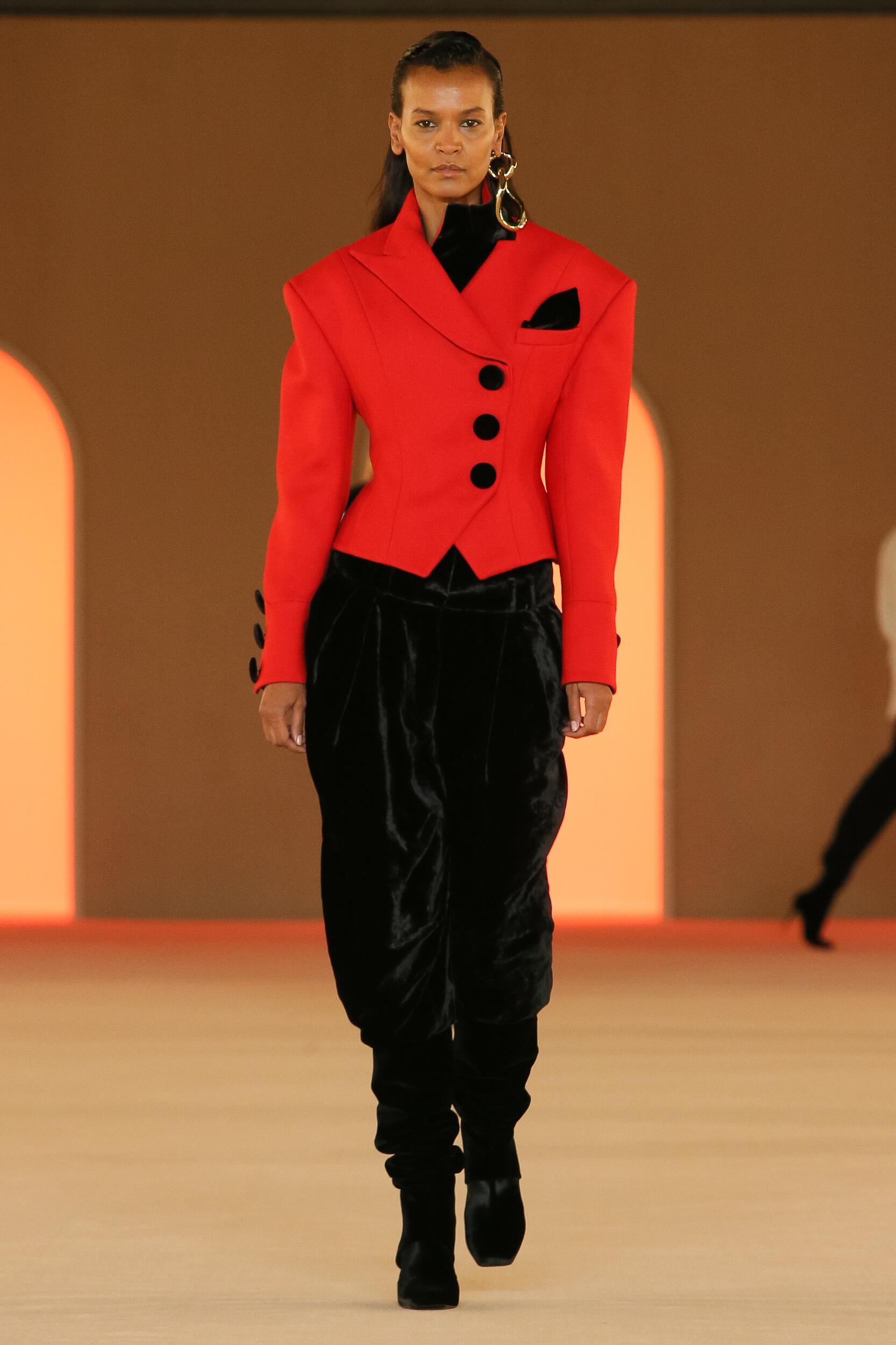 Fashion 2020 Runway Balmain Winter Woman