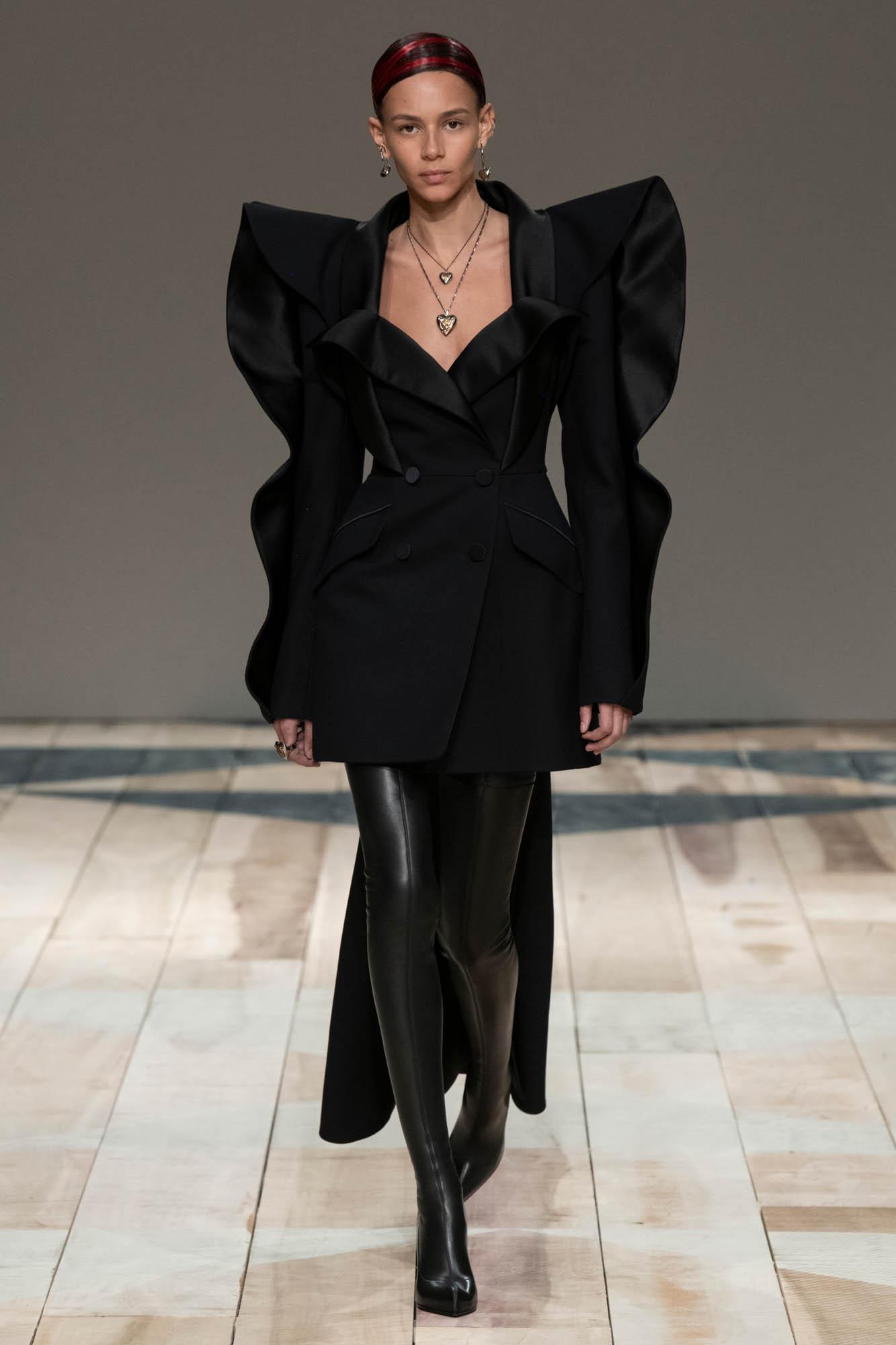 Fashion 2020 Runway Woman Alexander McQueen Winter
