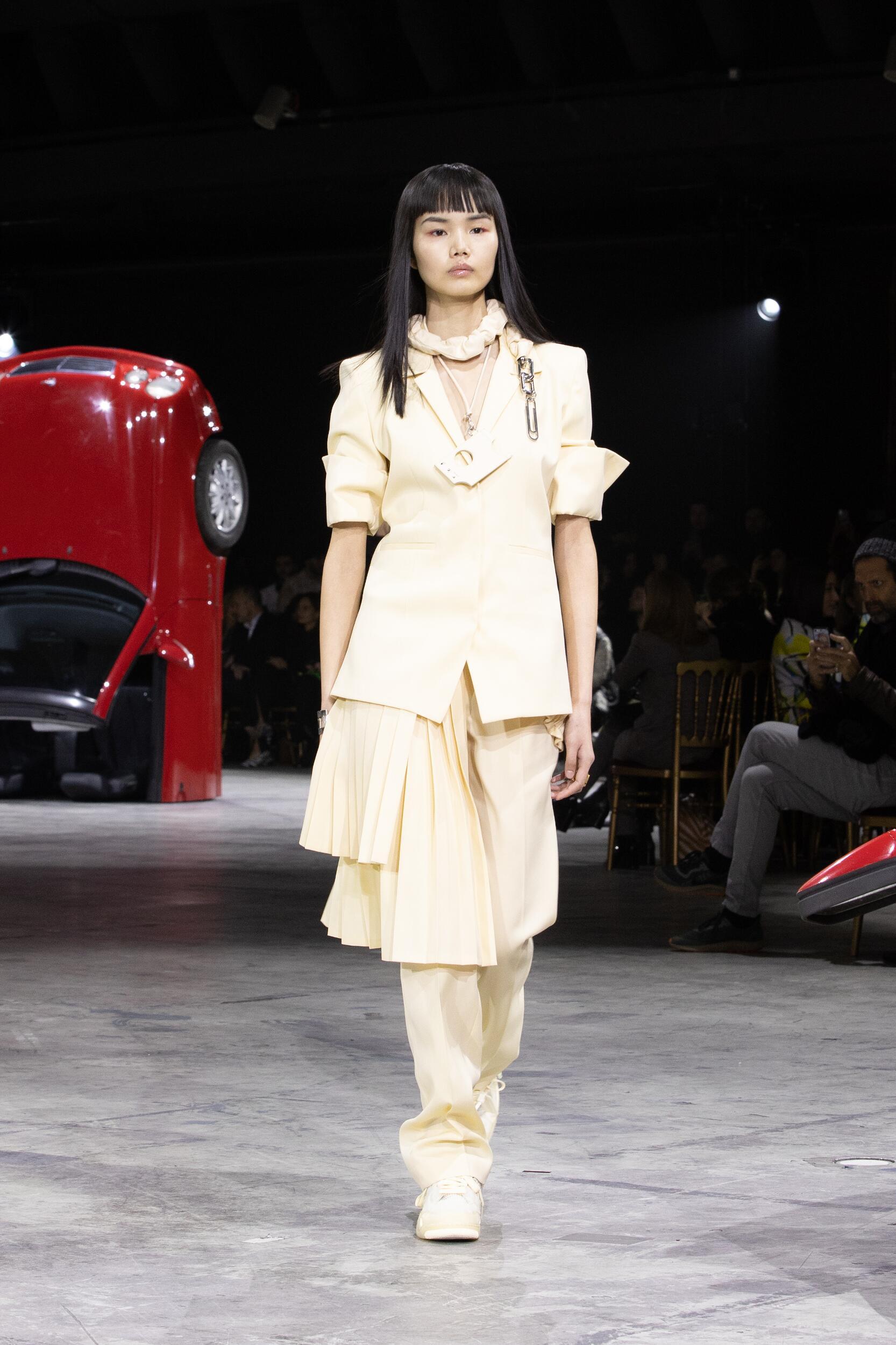 Fashion Model Off White c/o Virgil Abloh Catwalk