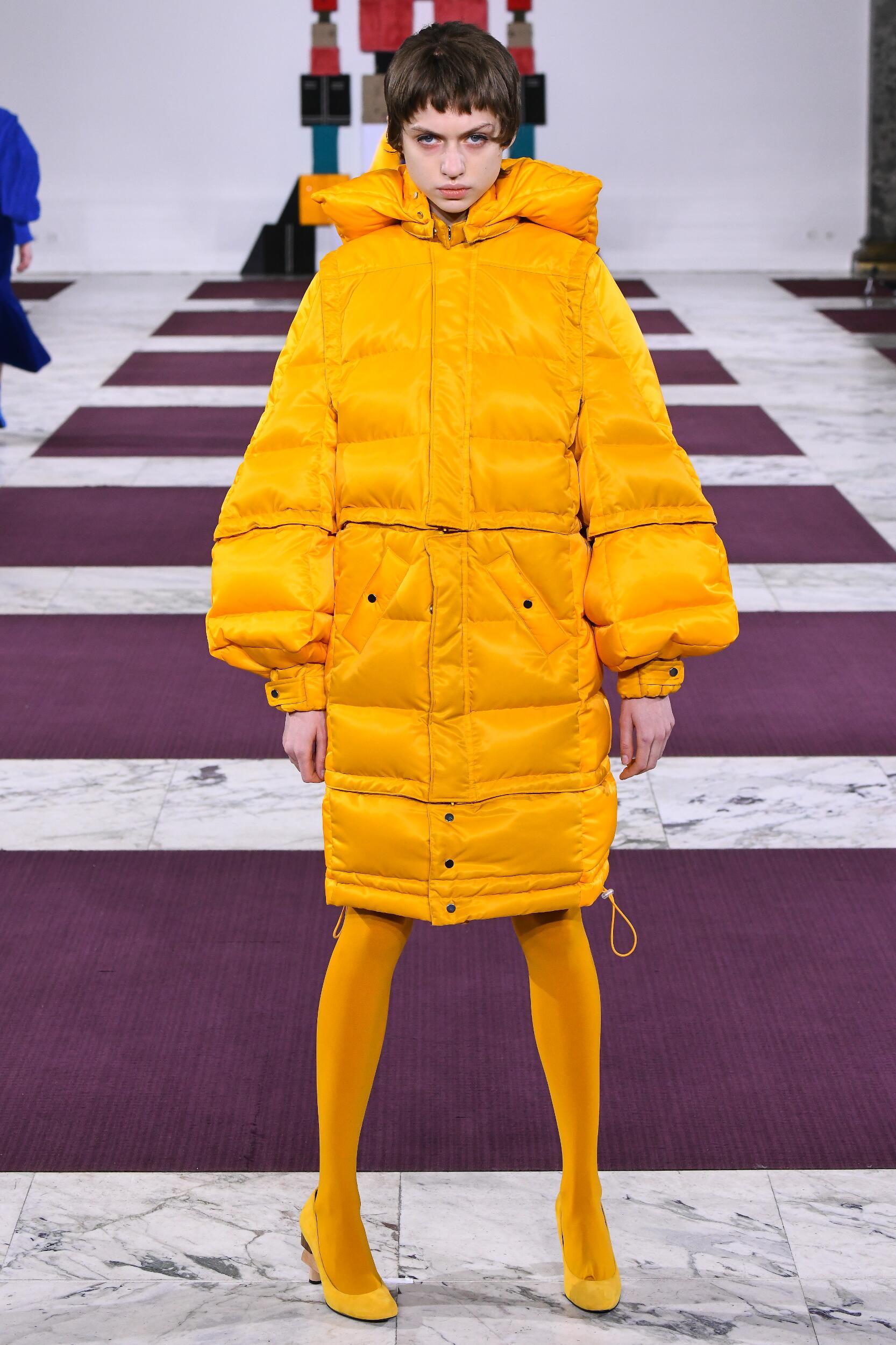 Fashion Show Woman Model Anrealage Catwalk
