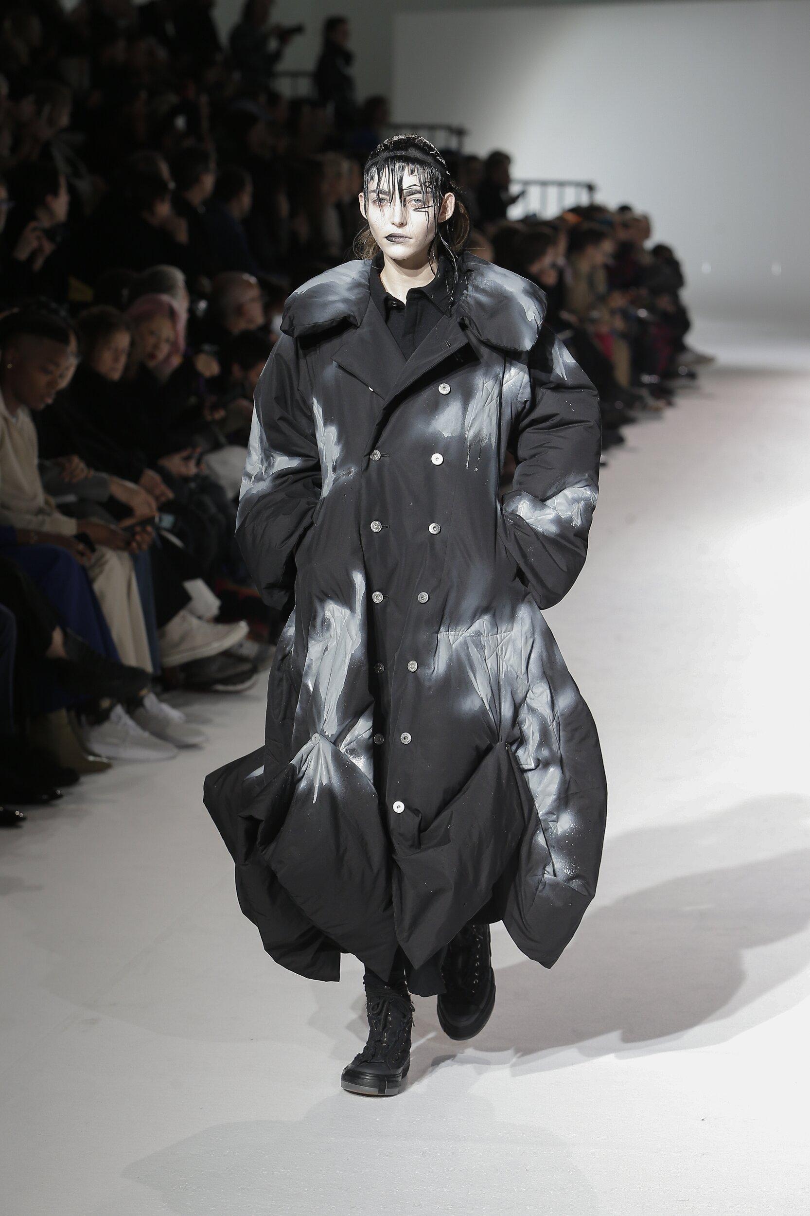 Fashion Show Woman Model Yohji Yamamoto Catwalk