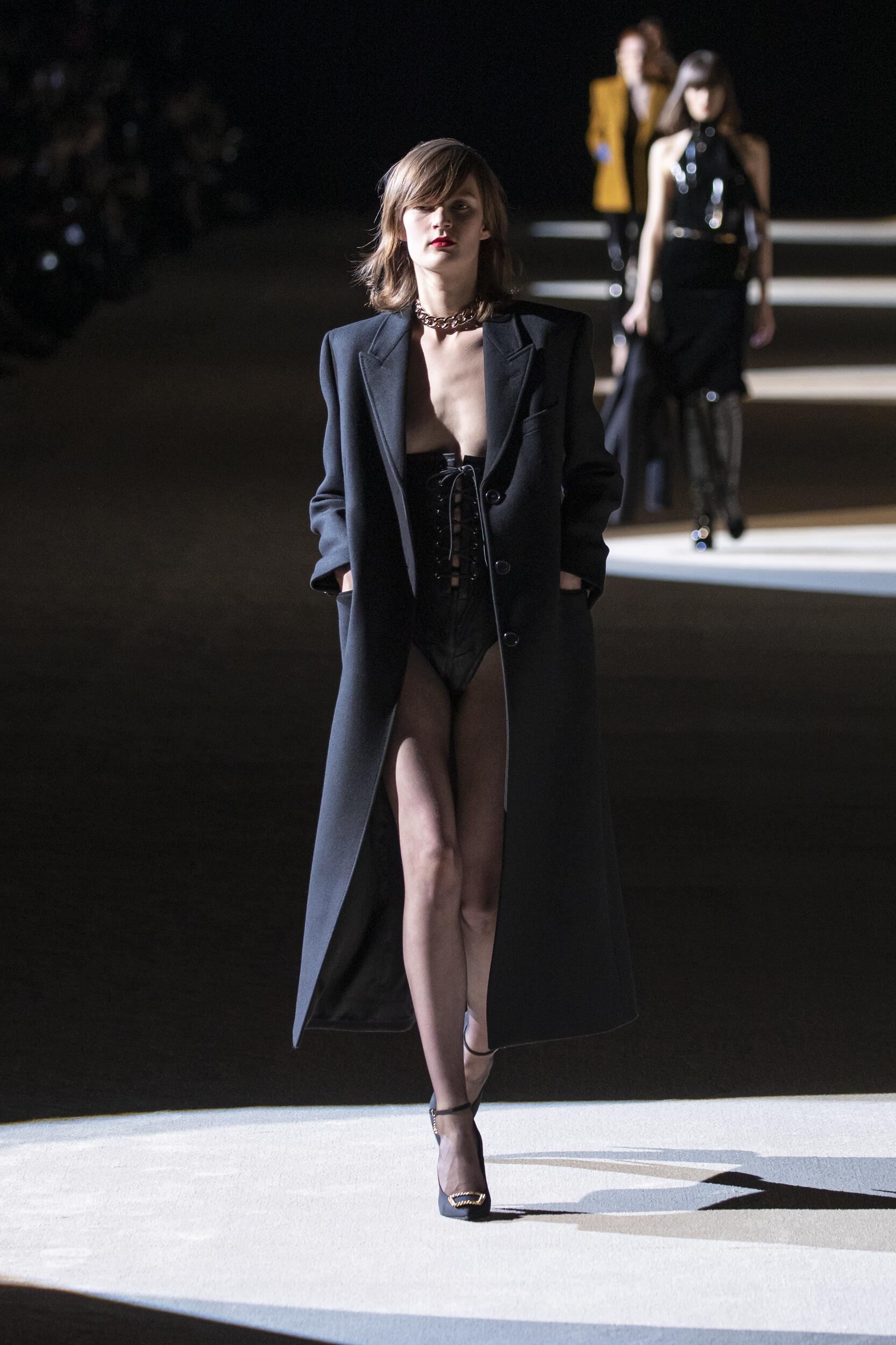 Model Fashion Show Saint Laurent