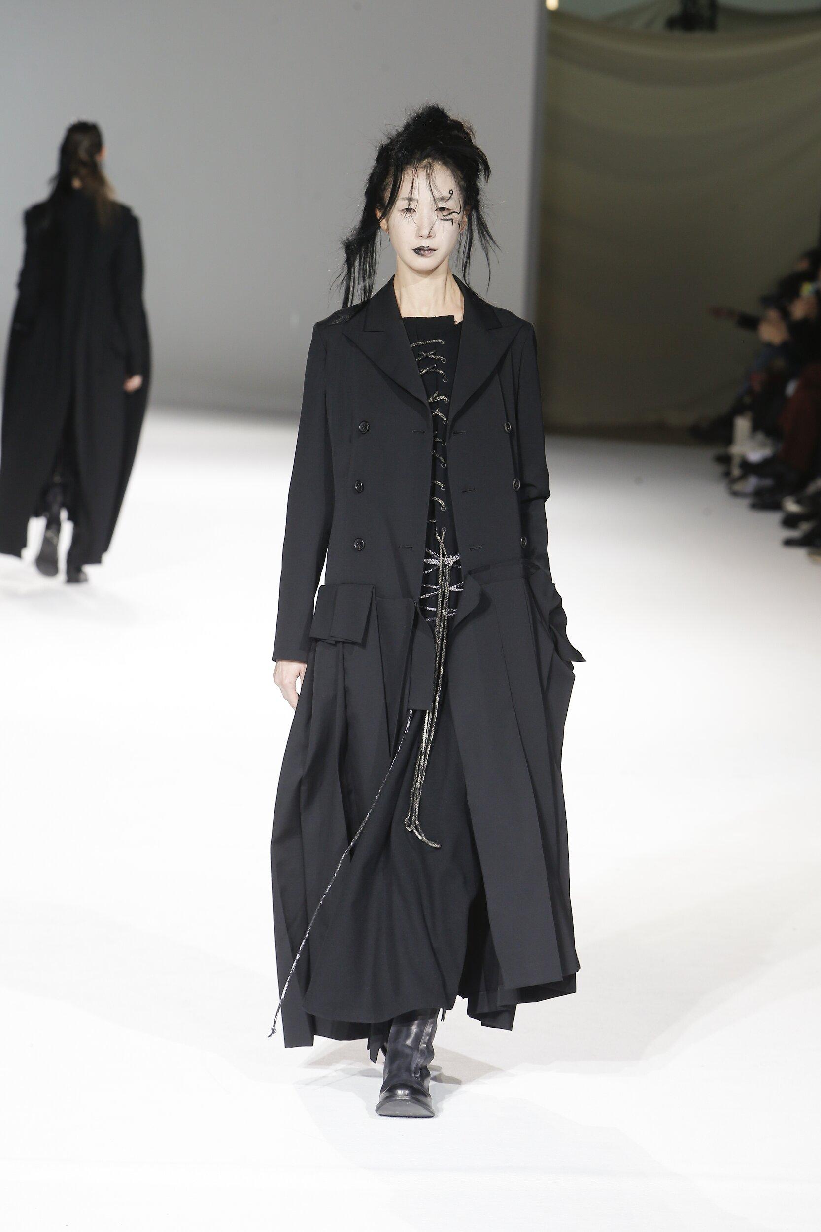 Model Fashion Show Yohji Yamamoto