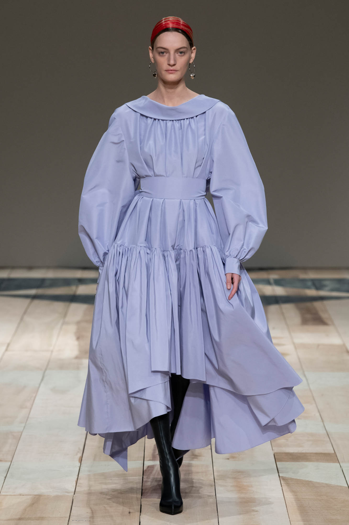 Runway Alexander McQueen Fall Winter 2020 Women's Collection Paris Fashion Week