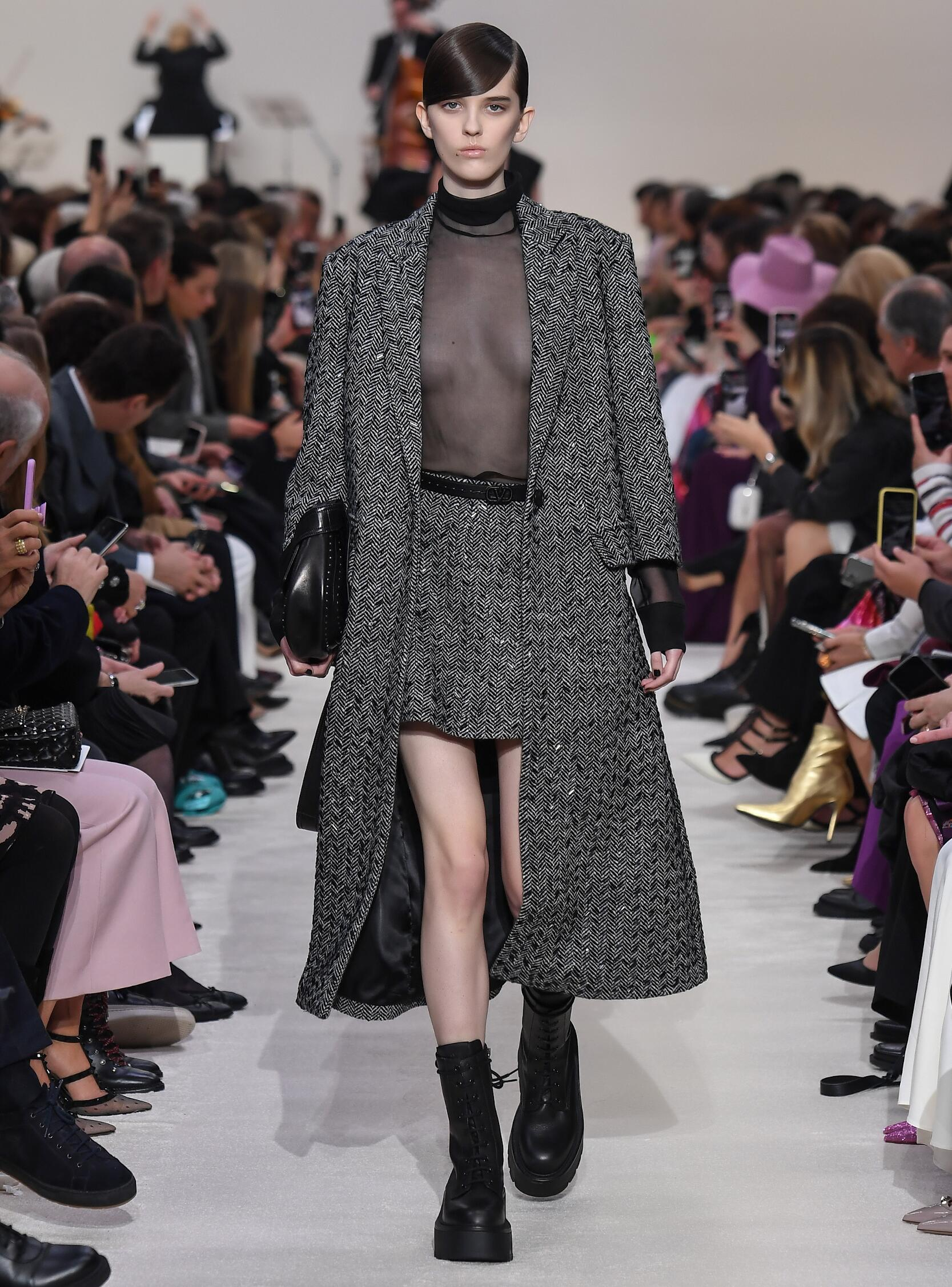 Runway Valentino Fall Winter 2020 Women's Collection Paris Fashion Week