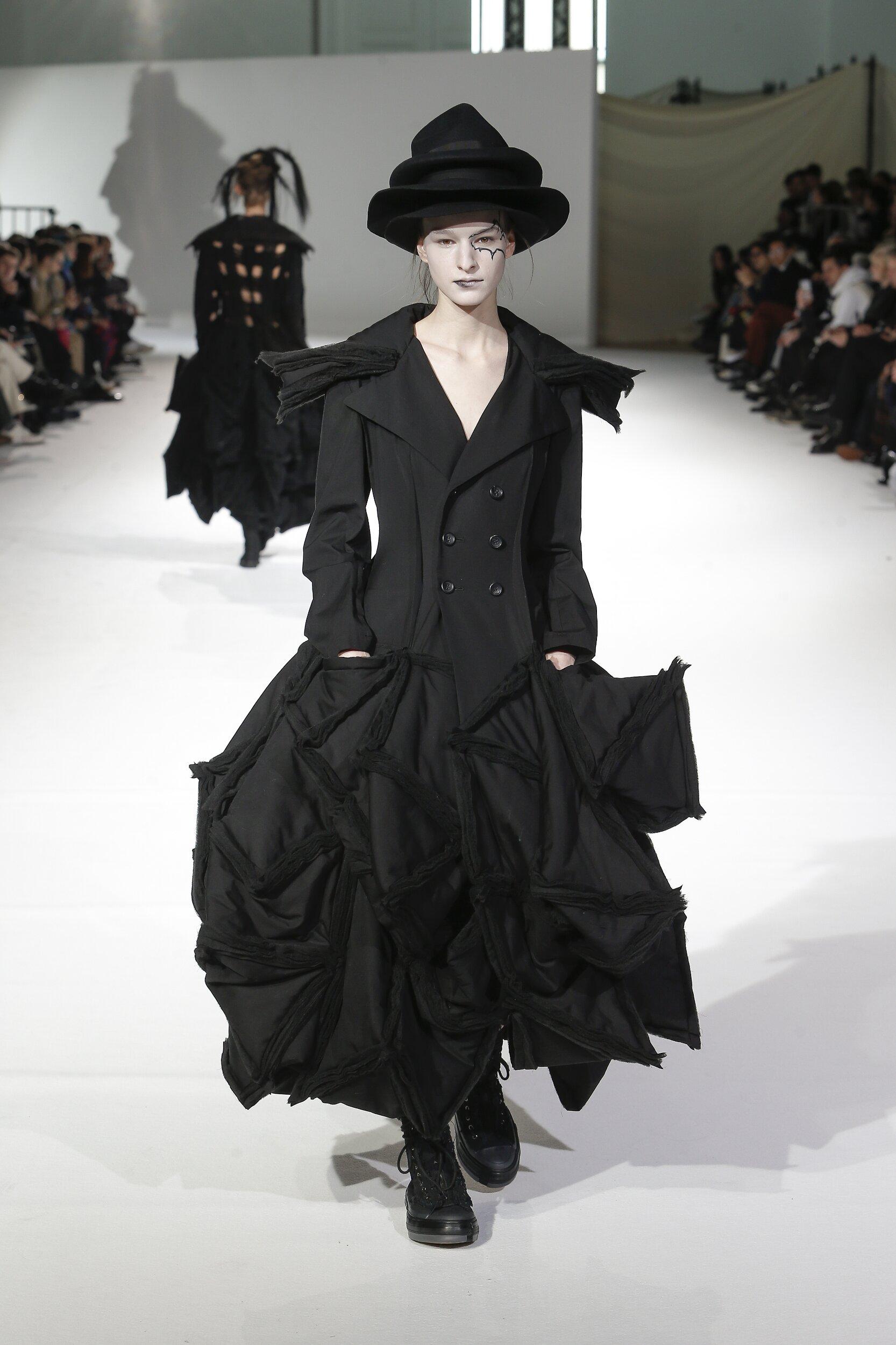 Runway Yohji Yamamoto Fall Winter 2020 Women's Collection Paris Fashion Week