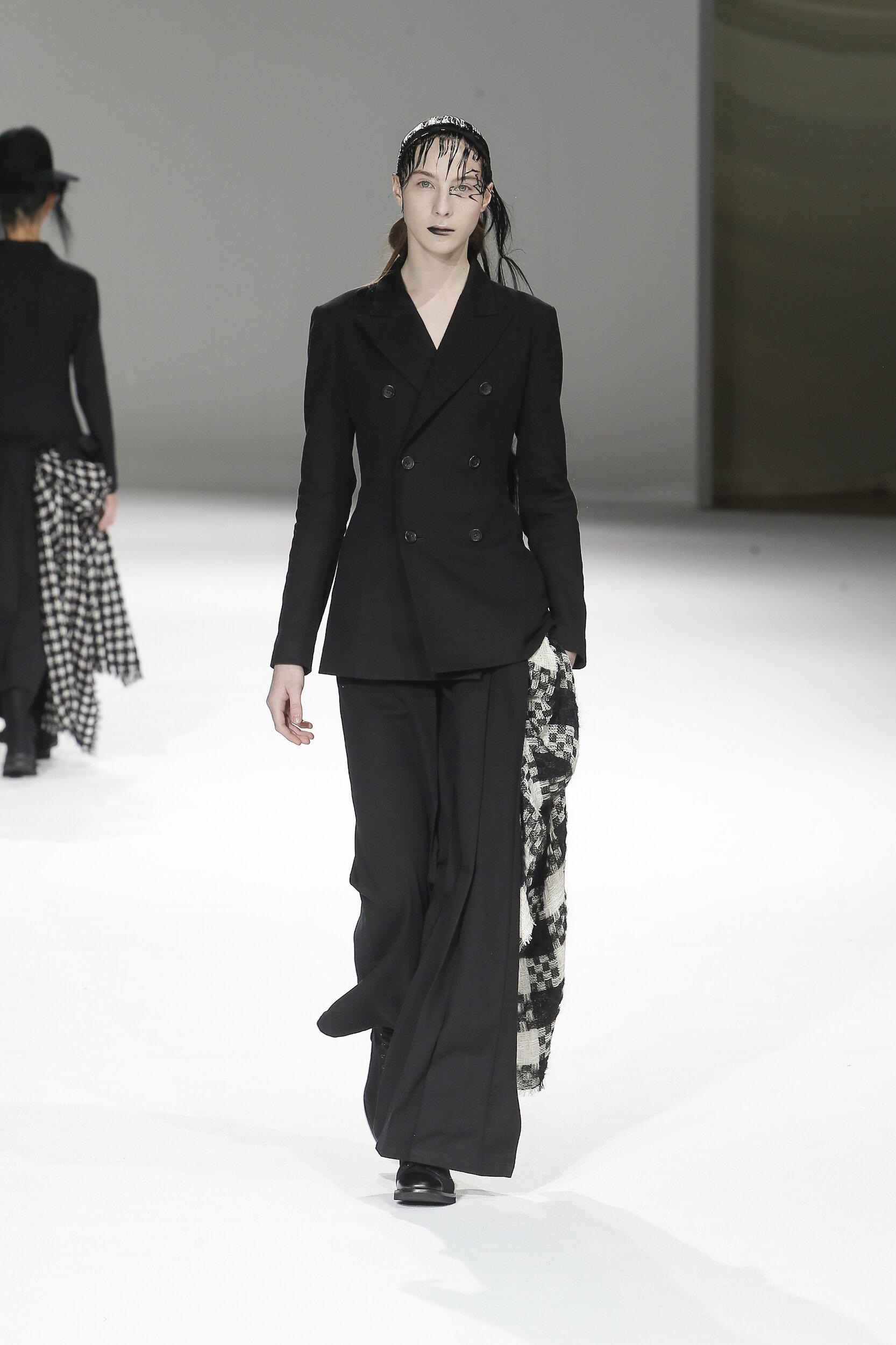 Yohji Yamamoto Fall Winter 2020 Womens Collection Paris Fashion Week